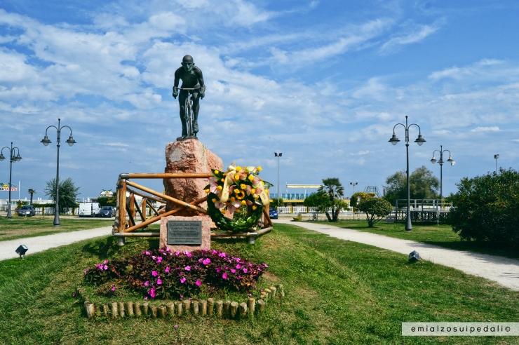 statua marco pantani cesenatico