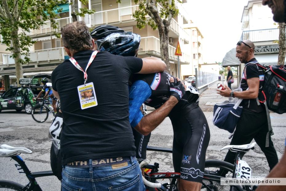 abbraccio vittoria memorial pantani