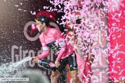 giro d'italia simon yates maglia rosa nervesa della battaglia